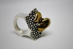 detalle anillo cuarzo galvanizado dorado