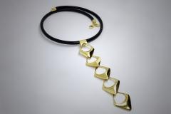 Collar de puntas de flecha 5caidas en oro amarillo