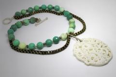 Collar Jade Blanco con Agatas verdes facetadas tenidas