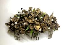 Dorado-grande-con-hojas-verdes-y-perlas