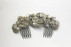 Tocado-de-oro-y-blanco-con-perlas